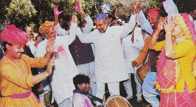CM Narendra Modi joins PM Vajpayee during Holi celebrations